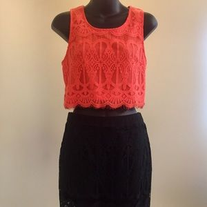 Boutique Loveriche Cropped Lace Sleeveless Blouse